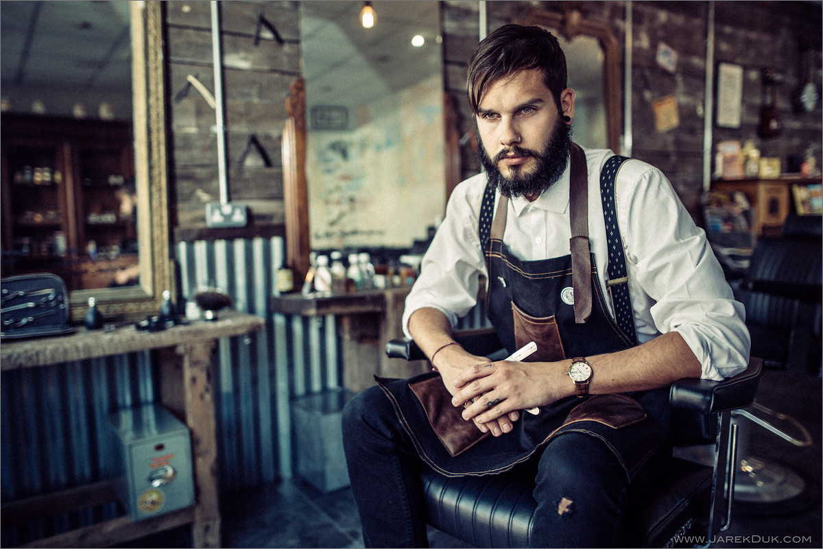 Portrait photography by Jarek Duk. Full of character, sophisticated portrait of a barber with beard.